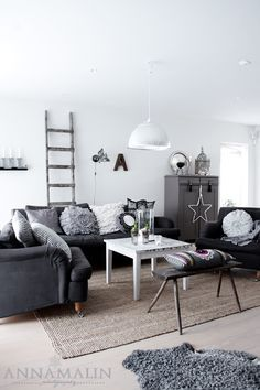 grey and white living room♥