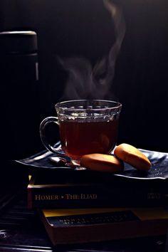 a cup of tea and a good book Coffee Photography, Food Photography Styling, Coffee Time, Tea Time, Tea Japan, Chocolate Caliente, Tea And Books, Tips & Tricks, Tea Art