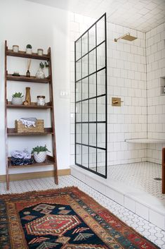 With this timeframe as a challenge, Bertolini did a full overhaul of the house's old bathroom.