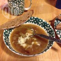 Soupe à l'oignon végétalienne @ allrecipes.fr