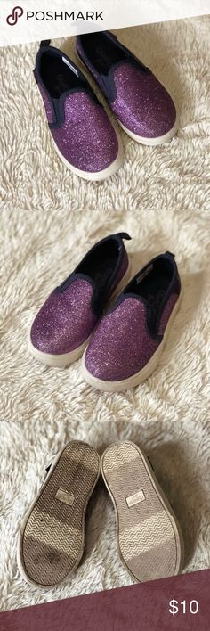 Glittery purple Osh Kosh shoes size 8 Purple, sparkly Osh Kosh shoes in great condition! My daughter only wore them 2 or 3 times— she prefers to play in her Converse sneakers so I have to pass these on to a special little girl who will love them ❤️ Size 8. Bundle to save ✨✨ OshKosh B'gosh Shoes Sneakers