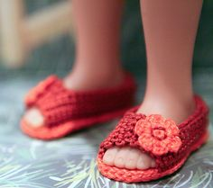 cataddict's springtime walk: FREE CROCHET SHOE PATTERN - http://www.ravelry.com/projects/cataddict/springtime-walk