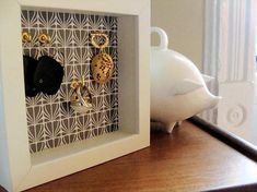 Shadow jewelry holder
