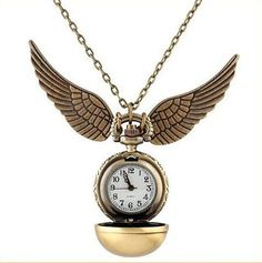 Beautiful and unique golden snitch pocket watch, comes with a long chain so you can wear it around your neck. The perfect gift for any Potter Fan! Dial Diameter : 2.8cm Chain Length : 80cm