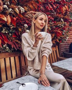 Cozy days with nude shades and 🍁 Anzeige Coffee Girl, Coffee Is Life, Coffee Coffee, Ohh Couture, Leonie Hanne, Gorgeous Women, Beautiful, Chopard, London
