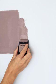 Heart Wood x Philips WarmGlow: wat licht doet met kleur - Home Dekor Paint Colors For Living Room, Bedroom Colors, Home Decor Bedroom, Estilo Interior, Student Room, Home Decor Paintings, Home Room Design, Pink Walls, Colour Schemes