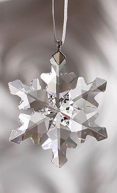 MIB SWAROVSKI CRYSTAL SNOWFLAKE Christmas Tree Ornament 2010