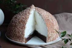 Stor skumboll med kladdkaka i botten Baking Recipes, Cake Recipes, Dessert Recipes, Different Cakes, Dessert For Dinner, Savoury Cake, Chocolate Recipes, Eat Cake, Food And Drink