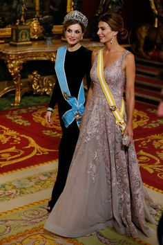 King Felipe and Queen Letizia hosted a dinner at the Royal Palace in honor of Argentina's President Mauricio Macri and his wife 22 Feb 2017 Royal Dresses, Gala Dresses, Royal Red, Royal Jewels, Queen Fashion, Royal Fashion, Spanish Royalty, Estilo Real, Queen Letizia