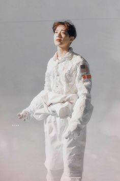 Best Wall Paper Kpop Lyrics Wanna One 51 Ideas Yoo Seonho, Actors Male, Guan Lin, Lai Guanlin, Cha Eun Woo, Kpop, K Idol, 3 In One, Look Alike