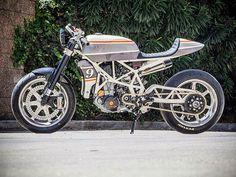 ☕ @caferacerbrasil ☕♠ #garage #moto #vintage #oldschool #motorbike #motorcycle #retro #bobber #tracker #ratbike #custom #speed #Scrambler #cafeculture #bike #cafe #caferacerculture #custombike #biker #ride #cb #retro #Brasil #motor #honda