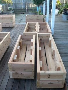 Wood projects that make money: Small and easy to build and to … - Easy Diy Garden Projects Wood Projects That Sell, Easy Wood Projects, Garden Projects, Pallet Projects, Money Making Wood Projects, Pallet Ideas, Wooden Garden Planters, Diy Planters, Design Jardin