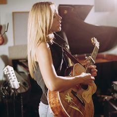 Colbie Caillat-one of my favorite artists, and LOVE her guitar here