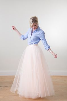 12 Perfect Outfits That Show How To Rock A Tulle Skirt RORESS closet ideas fashion outfit style apparel blue top, coral skirt Black Tulle Skirt Outfit, White Tulle Skirt, Coral Skirt, White Maxi, Tulle Skirts, Diy Tulle Skirt, Long Tule Skirt, Blush Skirt, Ball Skirt