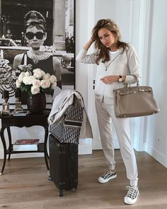Sac Birkin Hermes, Hermes Kelly Bag, Hermes Bags, Hermes Handbags, Fashion Handbags, Airport Attire, Airport Outfits, Look Fashion, Girl Fashion