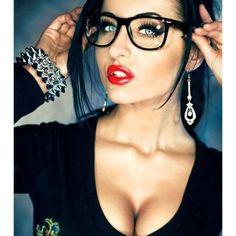 Retro Fashion Clear Lens Retro Style Eyeglasses Men Women Fashion Square Frame Glasses in Clothing, Shoes Goth Beauty, Fashion Beauty, Fashion Tips, Beautiful Lips, Gorgeous Women, Belle Silhouette, Estilo Rock, Fashion Eye Glasses, Retro Fashion