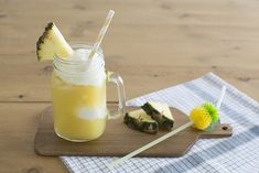 Coconut icecream and pineapple juice float - Float de zumo de piña y helado de coco