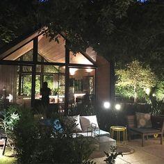 Desejando essa cabana de vidro para mim. Projeto do Arq Duda Porto.  Ale Olivastro #olioliteam #canalolioli #cabana #casasustentavel #casadevidro #sustentabilidade @olioli_lifestyle