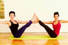 yoga poses for two people  pesquisa google