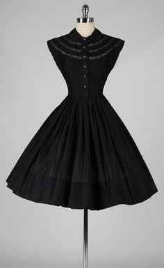 vintage 1950s dress . black cotton and lace . by millstreetvintage