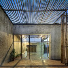 Located in the ShiQiao garden in Yangzhou, a city to the northwest of Shanghai, there is a floating Bamboo Courtyard Teahouse designed by Chinese architect S. Bamboo Architecture, Architecture Details, Architecture Portfolio, Pergola Plans, Diy Pergola, Yangzhou, Casa Patio, Internal Courtyard, Outdoor Spaces