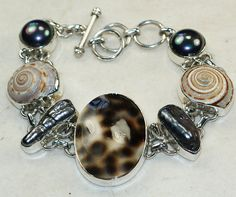 Shell bracelet designed and created by Sizzling Silver. Please visit  www.sizzlingsilver.com. Product code: BR-8006