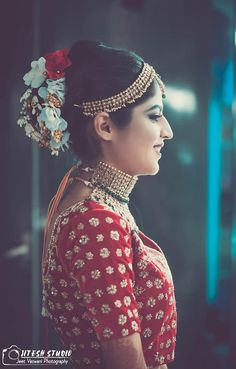 "Photo from Wedding Frames by Jeet Vaswani ""Sneha & Nikhil"" album Bridal Poses, Bridal Updo, Bridal Portraits, Chic Bridal Showers, Bridal Shower Rustic, Bridal Photography, Photography Poses, Indian Bridal Wear, Hairstyle Wedding"