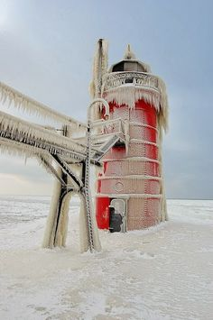 South Haven Pier Light ~ South Haven, Michigan.Standing on a pier jutting 1554 feet into Lake Michigan, the lighthouse was built in is 35 feet tall and uses a order Fresnel lens. >>> I love the icy fringes! Ville New York, South Haven, Winter Scenery, Winter Colors, Beacon Of Light, Lake Michigan, Michigan Usa, Strand, Around The Worlds