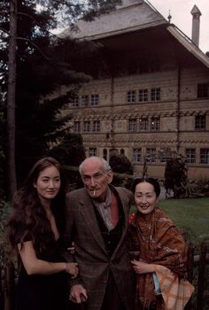 The painter BALTHUS (Count Balthasar Klossowski), the daughter Haruni and wife Setsuko, Rossiniere, 1995 by Bruno Barbey
