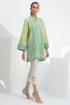 A two toned karandi kurta with a burst of floral embroidery is the perfect tunic for a day time soirée. Pair it up with raw silk pants with lace detailing to complete the look.*Raw silk pants with lace detailing to be sold separately. Pakistani Fashion Casual, Pakistani Dresses Casual, Pakistani Dress Design, Pakistani Clothing, Indian Dresses, Designer Kurtis, Stylish Dresses, Casual Dresses, Baggy Dresses