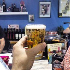 En el Gilda, un Bar-Tasca en el histórico barrio de San Pablo especializado en bombas (aceitunas rellenas), salmueras, anchoas del cantábrico y encurtidos.