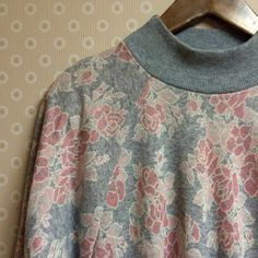Vintage 80s grungy floral batwing sweat shirt top Vintage 80s grungy floral batwing sweat shirt top. Great condition. Comes with shoulder pads. Size small, could fit a medium. Vintage Sweaters Crew & Scoop Necks