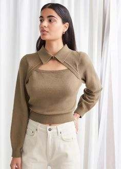 Mode Outfits, Fashion Outfits, Flare Leg Jeans, Knitwear Fashion, Collar Top, Beige Sweater, Fashion Story, Looks Style, Cut Jeans
