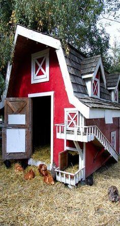 Stort hönshus i ladastil Backyard Chicken Coops, Chicken Coop Plans, Building A Chicken Coop, Diy Chicken Coop, Chickens Backyard, Chicken Feeders, Chicken Tractors, Chicken Barn, Chicken Coup