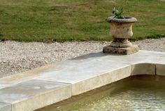 Margelle de piscine en pierre naturelle de ROCHE ESPEIL ou BLANCO ARGENTE