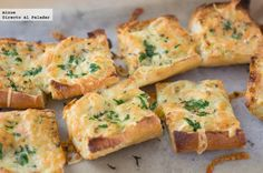 Receta de pan de ajo y queso gratinado. Con fotos del paso a paso, los ingredientes y la presentación. Trucos y consejos de elaboración. Recetas...