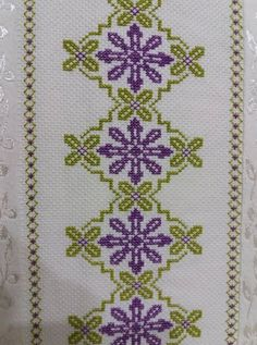 1 million+ Stunning Free Images to Use Anywhere Cross Stitch Borders, Cross Stitch Flowers, Cross Stitch Designs, Cross Stitching, Cross Stitch Embroidery, Hand Embroidery, Cross Stitch Patterns, Palestinian Embroidery, Free To Use Images