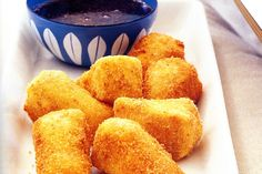 Deep fried Camembert with redcurrant sauce/ Bring on the deep fryer! Cheese Recipes, Sauce Recipes, Cooking Recipes, Cooking Tips, Thai Cooking, Camembert Recipes, Christmas Finger Foods, What Recipe, Christmas Cooking