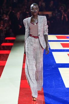 Tommy Hilfiger Spring 2019 Ready-to-Wear Fashion Show - Vogue Fashion Now, Suit Fashion, Office Fashion, Fashion Week, Runway Fashion, High Fashion, Fashion Outfits, Fashion Brands, Haute Couture Style
