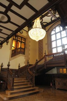 No Wedding Album Is Complete Without A Staircase Photograph This Venue Pendley Manor In