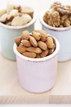 The best things to eat to lose belly fat: Go nuts! They slim your tummy by keeping it full. A Purdue University study showed that people who ate nuts felt full longer than those who ate rice cakes.