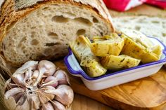 Learn how to cook and prepare the recipe for Greek-style marinated artichokes, also known as Aginares me Lemoni ke Skordo. Best High Fiber Foods, High Fiber Low Carb, Fiber Rich Foods, Marinated Artichoke Recipe, Artichoke Recipes, Healthy Greek Recipes, Low Carb Recipes, Vegetable Dishes, Vegetable Recipes