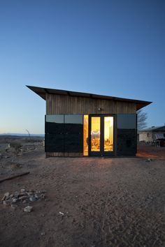 nakai-house-utah-features-wall-shelves-bedroom-niche-5-entry.jpg