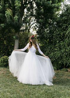 wedding dresses - photo by Jessica Lynne Studios http://ruffledblog.com/autumn-leaves-wedding-inspiration