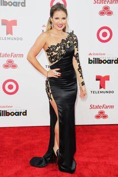 Kimberly dos Ramos vestido negro con detalles de malla y encaje de la diseñadora Alejandra Valera.  2014 Billboard Latin Music Awards