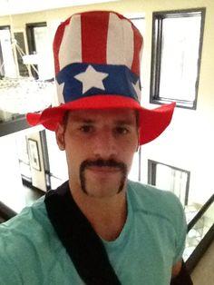 Ryan Kesler... *drool* Ryan Kesler, Vancouver Canucks, Hockey Players, Just For Fun, Athlete, Captain Hat, Boys, Cute, Sports