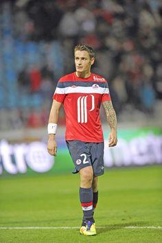Mathieu Debuchy. A porter les couleurs du Losc de 2003 à 2013. 301 Match joué au club pour 18 buts marqué. En 2011 il et vainqueur du championnat et de la coupe de France