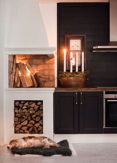Drömhuset har adventspyntats med doftande hyacinter, fällar & granris – kika in! Kitchen Fireplace, Decor, Home Kitchens, Fireplace Design, Interior, Rustic Dining Room, Home Decor, House Interior, Swedish Kitchen