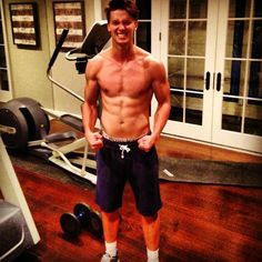 Arnold Schwarzenegger's son Patrick Schwarzenegger is looking more and more like his dad every day. Patrick Schwarzenegger, Arnold Schwarzenegger Bodybuilding, Shirtless Men, Good Looking Men, Get In Shape, Gorgeous Men, Beautiful People, Celebrity Crush, Calgary