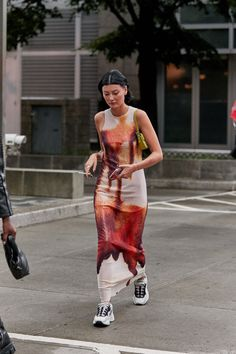 The Best Street Style Looks From New York Fashion Week Spring 2020 - Fashionista New York Street Style, Spring Street Style, Street Style Looks, Looks Style, Style Uk, Summer Street, New York Style, London Street, Cool Street Fashion